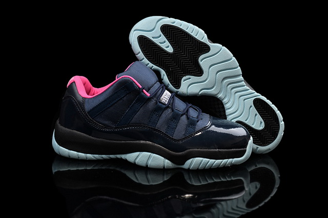 Air Jordan 11 Retro Shoes black/pink